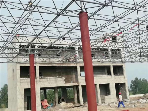 湖北荆门学校钢结构网架施工完成