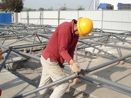 网架安装队的施工小拼或单元拼装